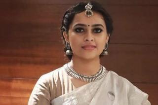 sri-divya-latest-stills