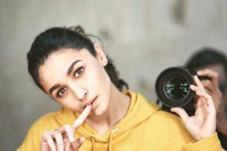 alia-bhatt-pic-with-yellow-dresses