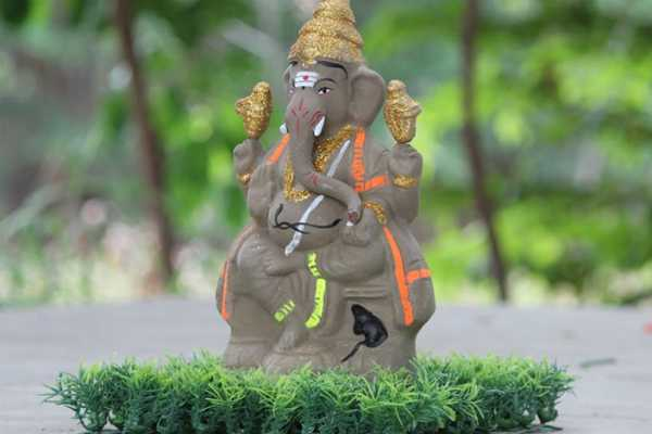 eco-friendly-vinayagar-statue-which-has-seeds