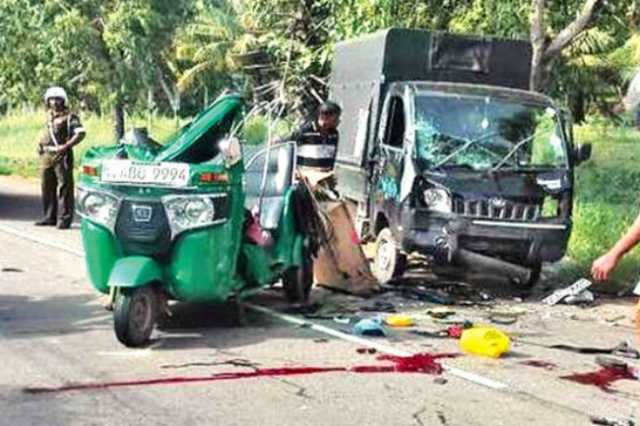 five-injured-after-pm-s-security-division-vehicle-collides-with-trishaw