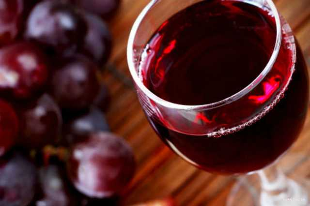 drinking-red-wine-can-improve-oral-hygine