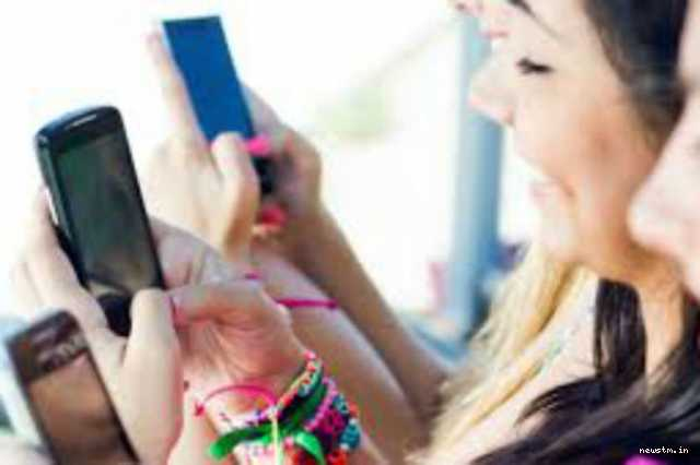young-generation-are-addicted-to-mobile-phones