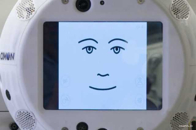 cimon-the-floating-robot-head-brings-ai-to-the-iss