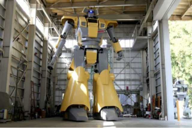 japanese-man-creates-nearly-30-foot-tall-robot