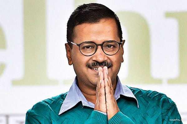 people-miss-educated-pm-like-manmohan-singh-arvind-kejriwal