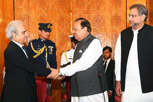 ex-pak-chief-justice-sworn-in-as-caretaker-pm