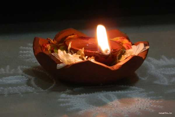 today-s-mantram-tell-this-mantra-when-lighting-the-lamps