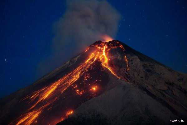 volcano-erupts-violently-killing-6-and-injuring-20