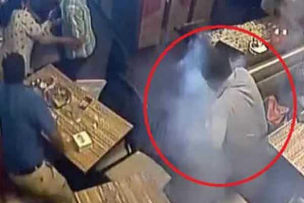 mobile-phone-blasts-in-man-s-pocket-in-mumbai