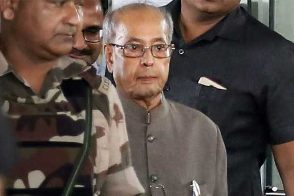pranab-shares-dais-with-rss-chief-to-the-ire-of-congress