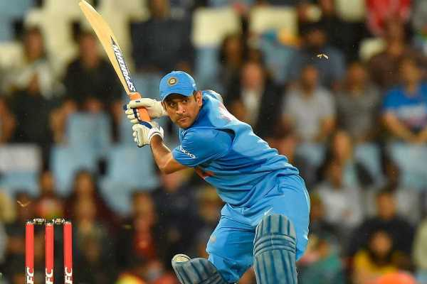 virender-sehwag-shares-about-ganguly-s-sacrifice-for-ms-dhoni
