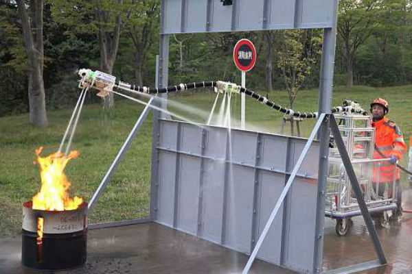 japanese-researchers-developed-a-robot-made-of-a-hose-that-can-spray-water-its-called-dragon-robot