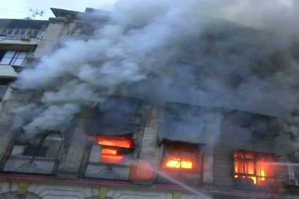 massive-fire-breaks-out-inside-patel-chambers-in-mumbai-s-fort-area