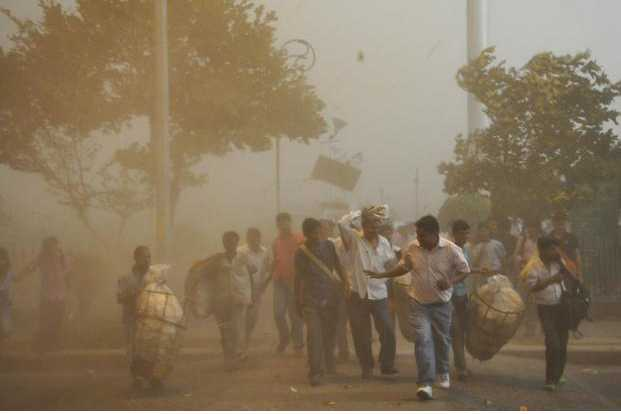 severe-dust-storm-in-delhi-and-up-flights-diverted