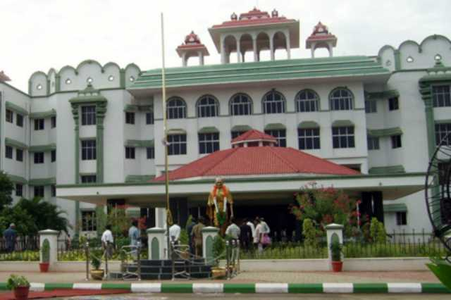 community-names-in-hotels-is-not-illegal-madurai-high-court-bench