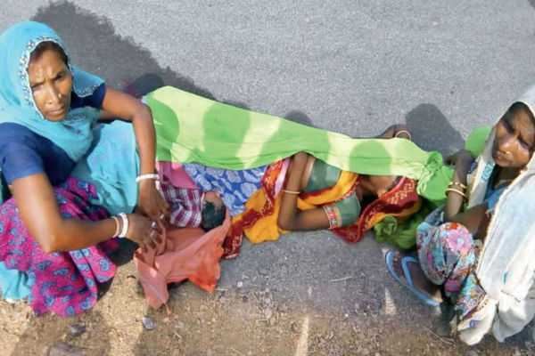 udaipur-family-alleges-ambulance-did-not-reach-on-time-they-had-to-take-a-pregnant-woman-on-a-motorbike-as-a-result-she-delivered-on-the-road