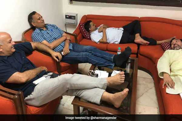 12-hours-after-arvind-kejriwal-s-sit-in-protest-at-lt-governor-s-continues