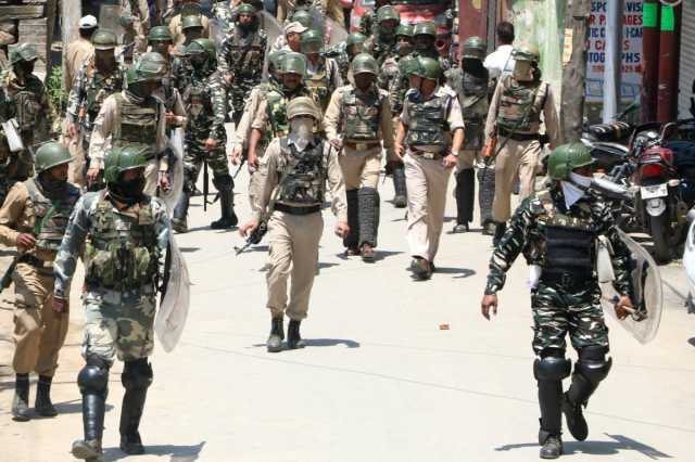 2-cops-dead-10-soldiers-injured-in-separate-attacks-in-jammu-and-kashmir