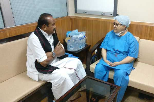 vaiko-visits-ailing-vajpayee-in-aiims