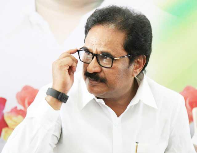 modi-behind-the-verdict-congress-leader-thirunavukarasar