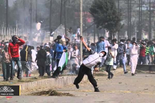 there-is-no-sweet-exchange-in-wagah-border-instead-riot-happening-in-srinagar