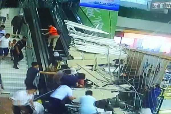 ceiling-collapses-on-tourists-in-china-9-injured