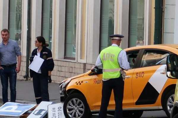 russia-pedestrians-hit-by-a-taxi-8-injured