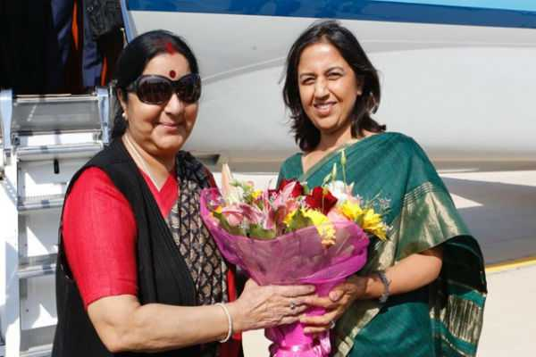 sushma-swaraj-arrives-in-italy