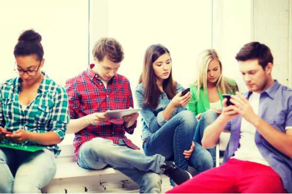 just-25-adults-use-internet-in-india-says-survey