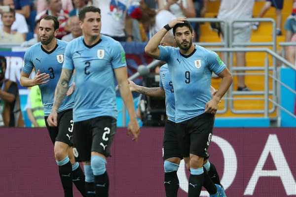 suarez-fires-uruguay-into-world-cup-knockout-stages
