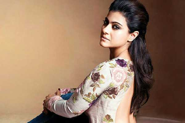 kajol-slips-and-falls-down-at-a-mall