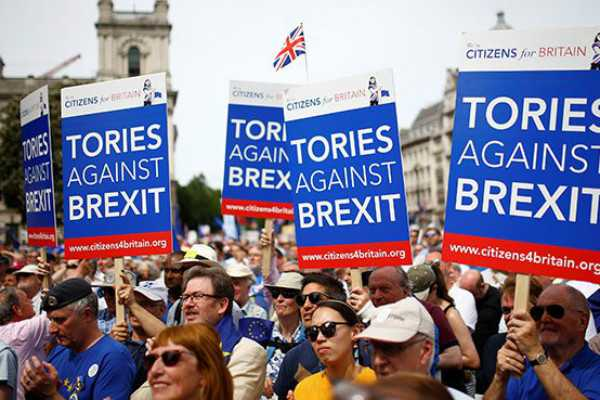 thousands-protest-for-new-brexit-referendum