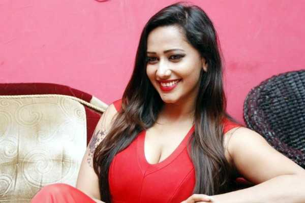 actress-sanjana-singh-s-cellphone-stolen