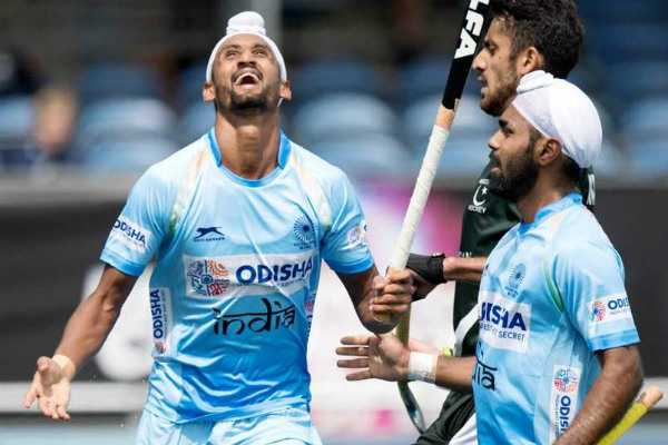 india-thrash-rivals-pakistan-in-hockey-champions-trophy