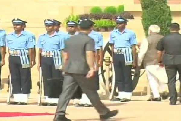 pm-modi-inquires-about-health-of-iaf-guard-who-collapsed-at-rashtrapati-bhavan