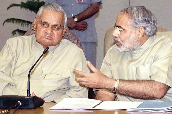 pm-narendra-modi-reaches-aiims-without-security-meets-former-pm-atal-bihari-vajpayee-to-check-his-health