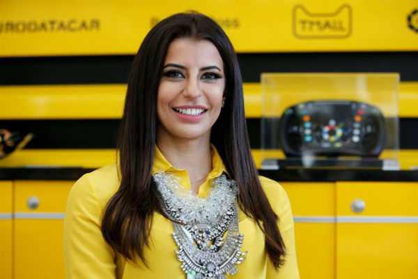saudi-woman-drives-formula-one-car-to-mark-end-of-ban