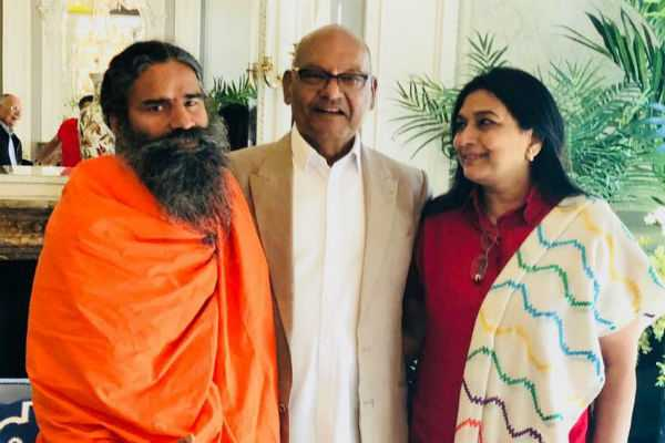baba-ramdev-backs-sterlite-after-meeting-vedanta-chief