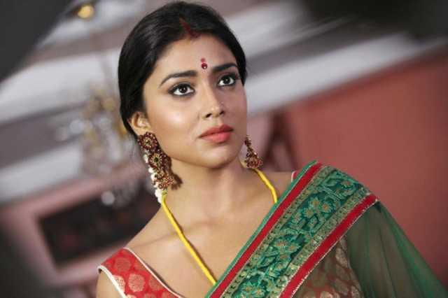 shreya-latest-glamour-stills