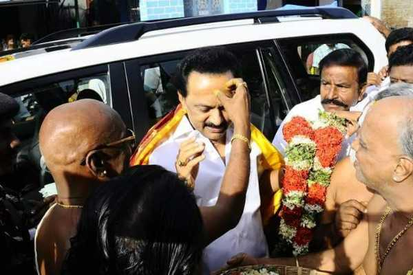srirangam-temple-administrators-in-trouble