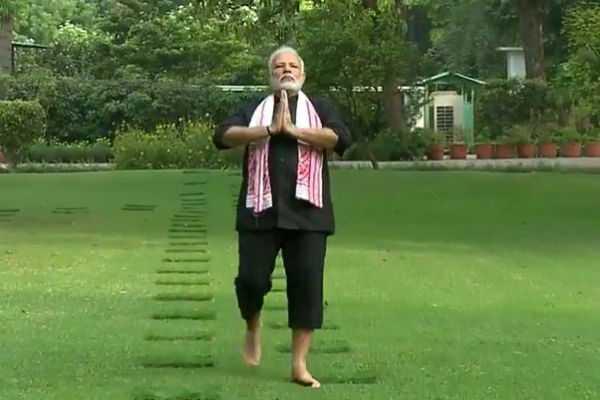 rajyavardhan-rathore-slams-shashi-tharoor-over-false-statement
