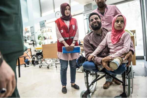 8-year-old-syrian-girl-born-with-no-legs-finds-a-ray-of-hope-in-turkey
