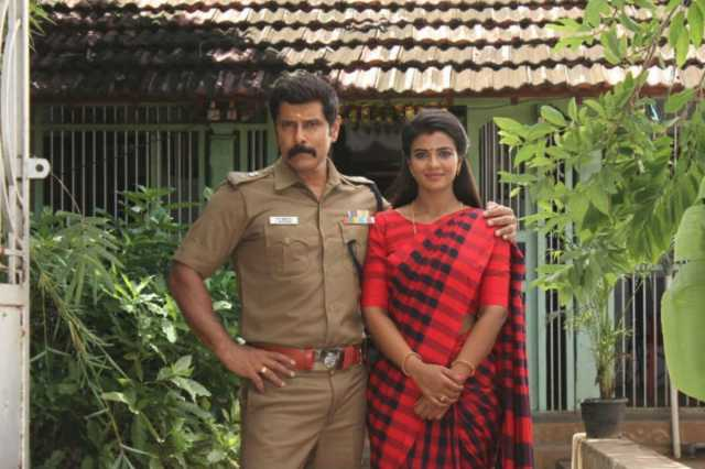 aishwarya-rahesh-with-vikram-in-saamy-2