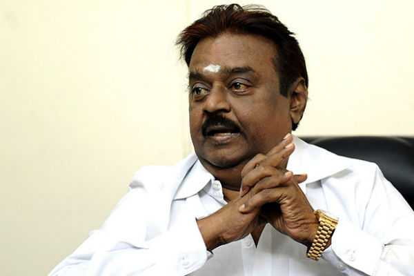 vijayakanth-arrives-to-america