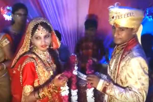when-an-indian-bride-slapped-a-man-who-lifted-her-during-varmala-ceremony