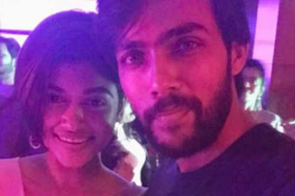 oviya-with-aarav-dating-abroad