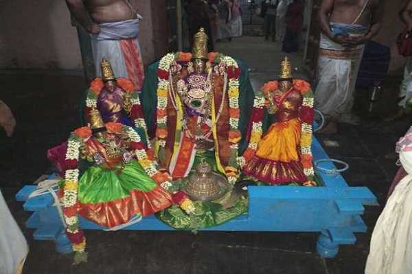 trimurthi-thalam-is-blessed-with-brahmaa-as-saraswati-samedar