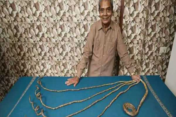 pune-man-with-longest-fingernails-to-cut-them-after-66-years-flown-to-us-for-nail-clipping-ceremony