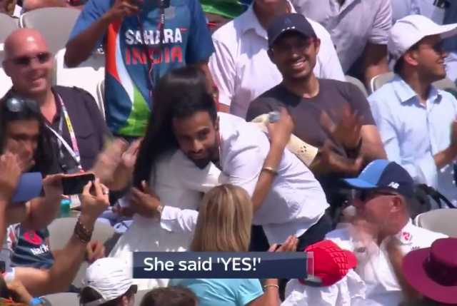couples-gets-engaged-during-india-england-match