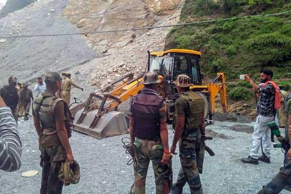 jammu-and-kashmir-7-dead-33-injured-as-boulder-rolls-down-waterfall